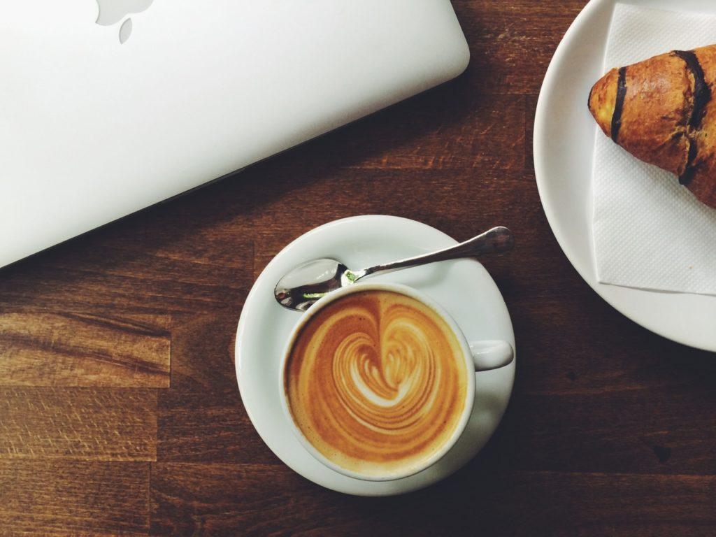 Cappuccino-Croissant