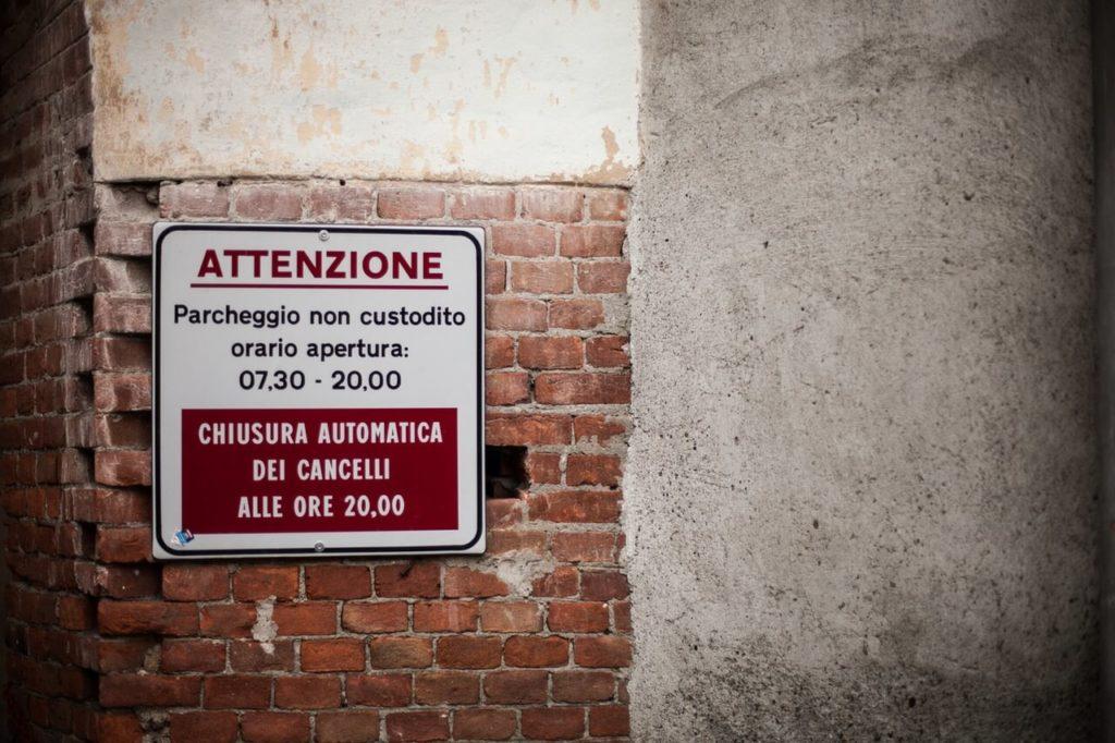 Hinweisschild Italien